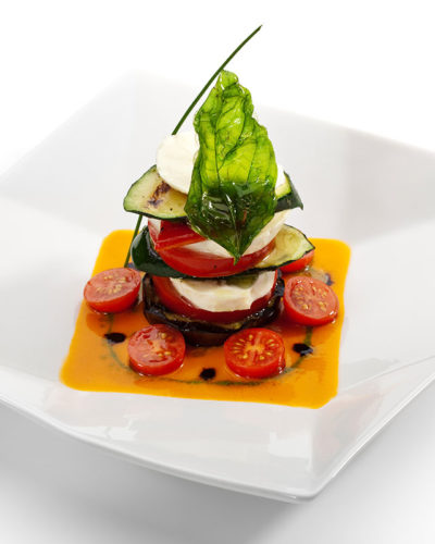 plat tomates mozzarella basilic et courgette bio
