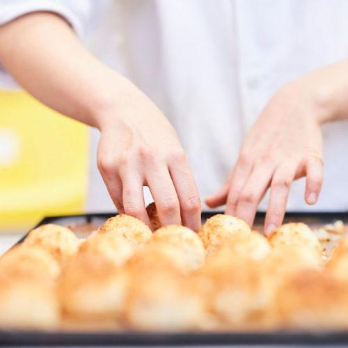 préparation de pâtisseries bio